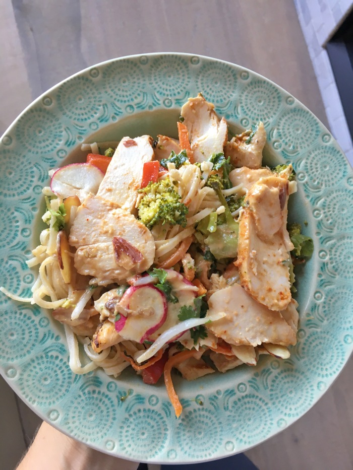 almonds and asana kitchfix chicken pad thai