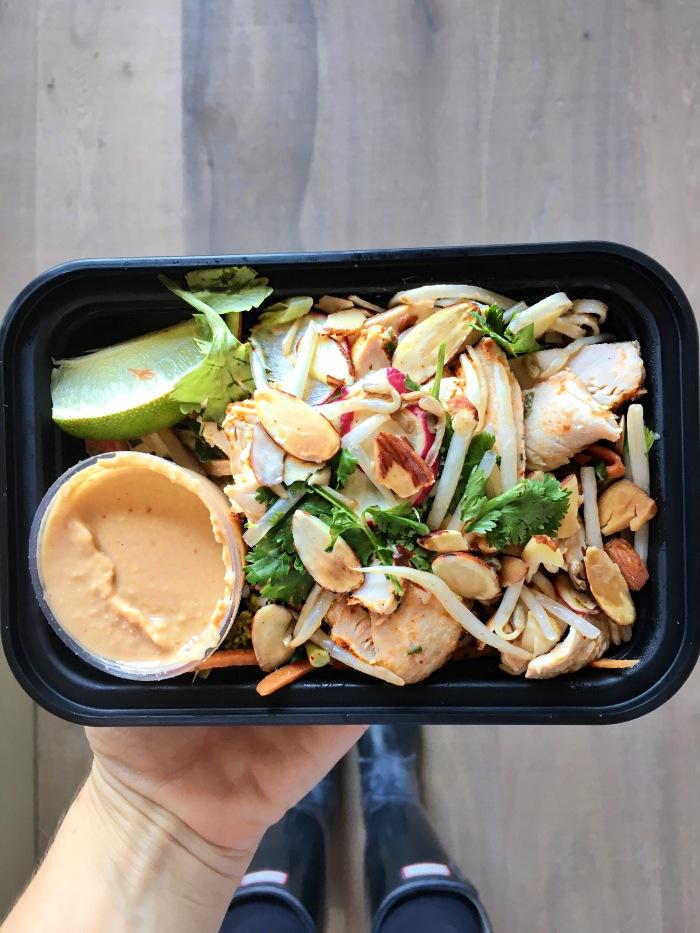 almonds and asana kitchfix pad thai chicken